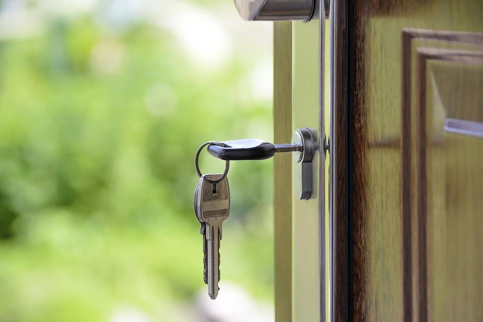 Ипотека по двум документам: условия, программы, особенности