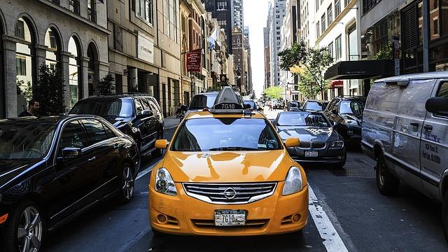 Купить машину в кредит под такси, автомобиль в рассрочку для работы в Москве